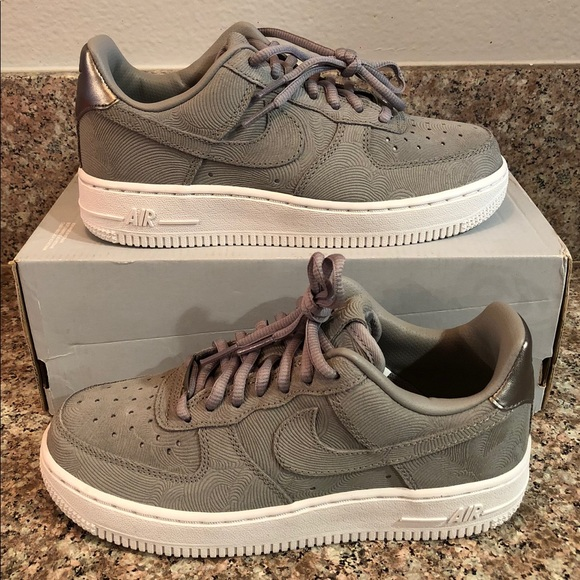 uk availability 80e21 6cb7c New NIKE AIR FORCE 1 LOW Premium Suede Women s 5. M 5b672e0c74359b218e854c9e